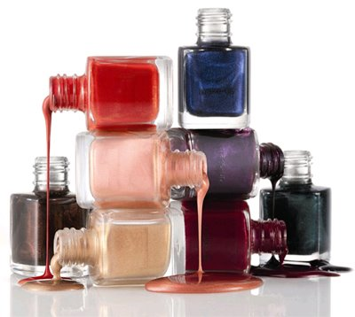 http://whosthefairest.files.wordpress.com/2009/09/nail-polish-bottles1.jpg